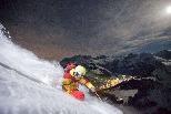 在滿月下滑雪