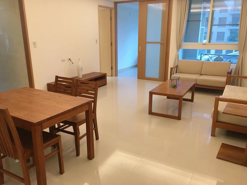 睿灣不動產管理公司提供柚木家具租賃服務。取自「家具租賃服務」臉書專頁。