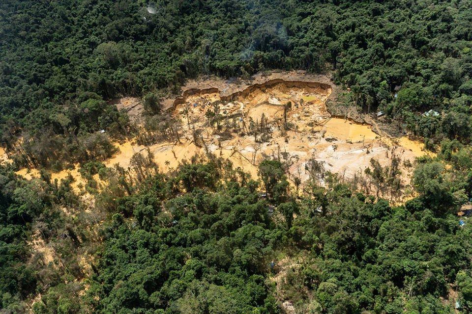 亞諾馬米原住民保護區內非法採礦鳥瞰圖。照片來源:RogérioAssis/ISA臉書