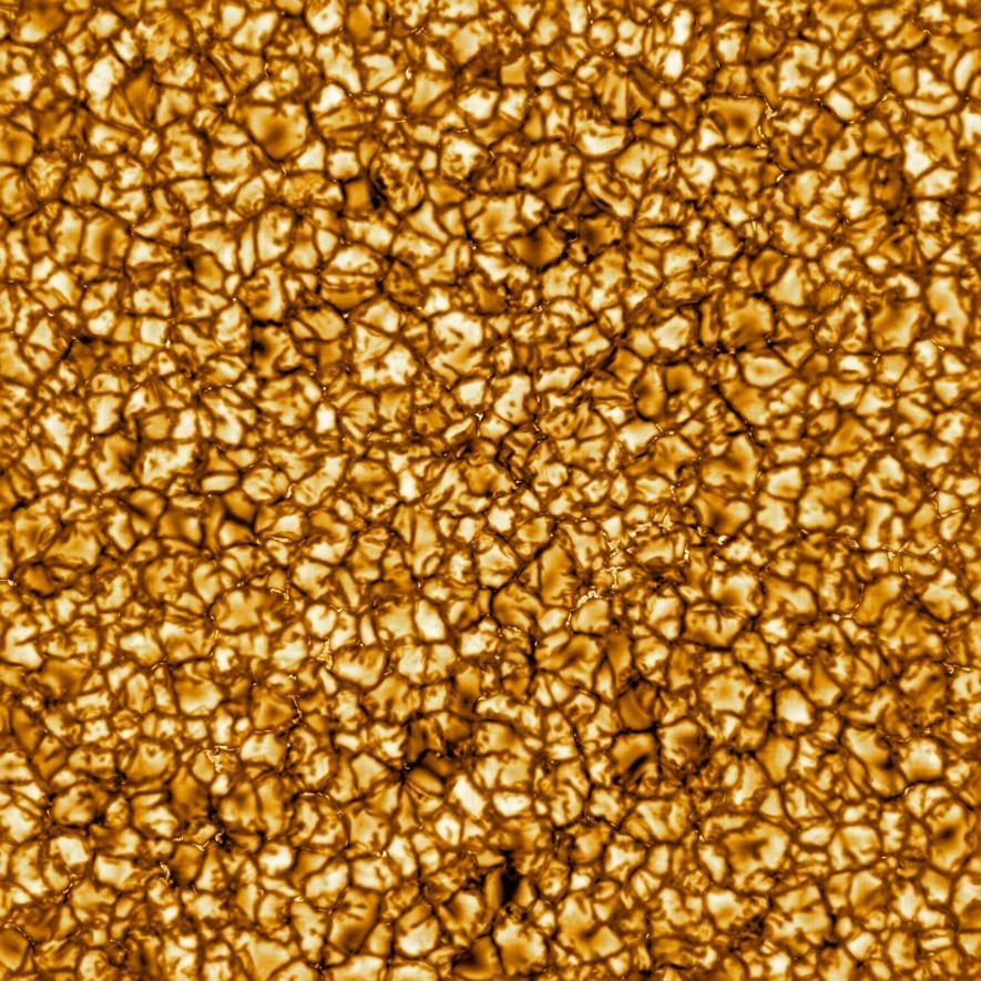 2020年2月,科學家公布了由井上建太陽望遠鏡拍攝的太陽影像,這是迄今為止最高解析率的太陽表面影像。太陽內部熱量向表面傳遞時的劇烈運動,產生了照片中的巨大胞狀結構。IMAGE BY NSO/NSF/AURA