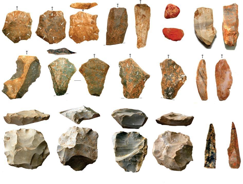 研究人員報告在印度中部松河(Son River)河谷達巴(Dhaba)考古遺址發掘出了大量石器。他們發現這些石器從大約8萬年前開始持續存在於考古紀錄中,顯示當地人口成功在7萬4000年前的多峇超級火山噴發中存活下來COURTESY OF CHRIS CLARKSON