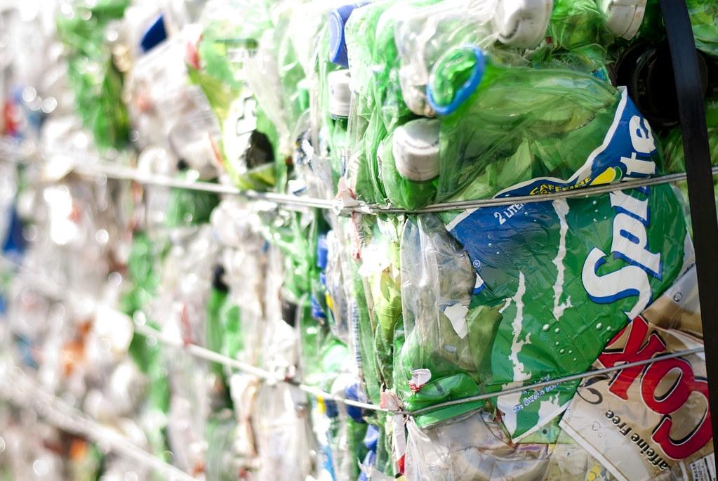 再生塑膠價格較高的原因是供應短缺。照片來源:recycleharmony(CC BY-NC-ND 2.0)
