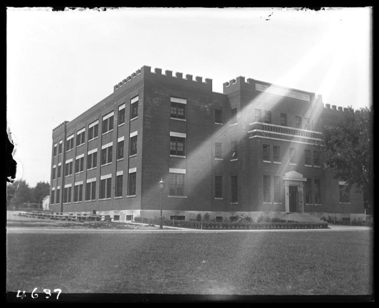 紐約矯正司的前身在島上的感化院旁邊運作一間監獄。PHOTOGRAPH COURTESY NEW YORK HISTORICAL SOCIETY