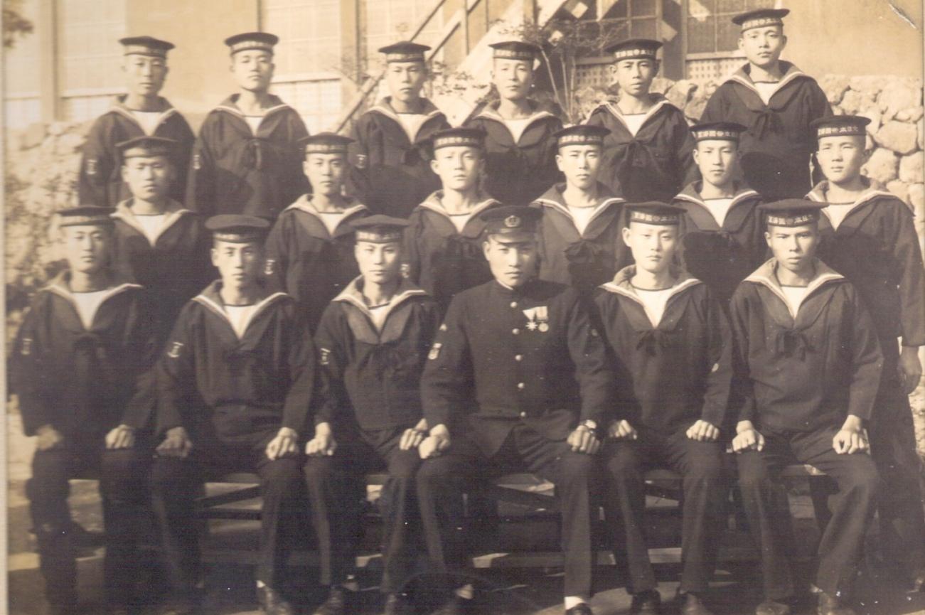 橫須賀海軍航海學校16期5班全員合影,前排左三為太叔公陳臣銅,1944年拍攝。照片提供:陳柏棕
