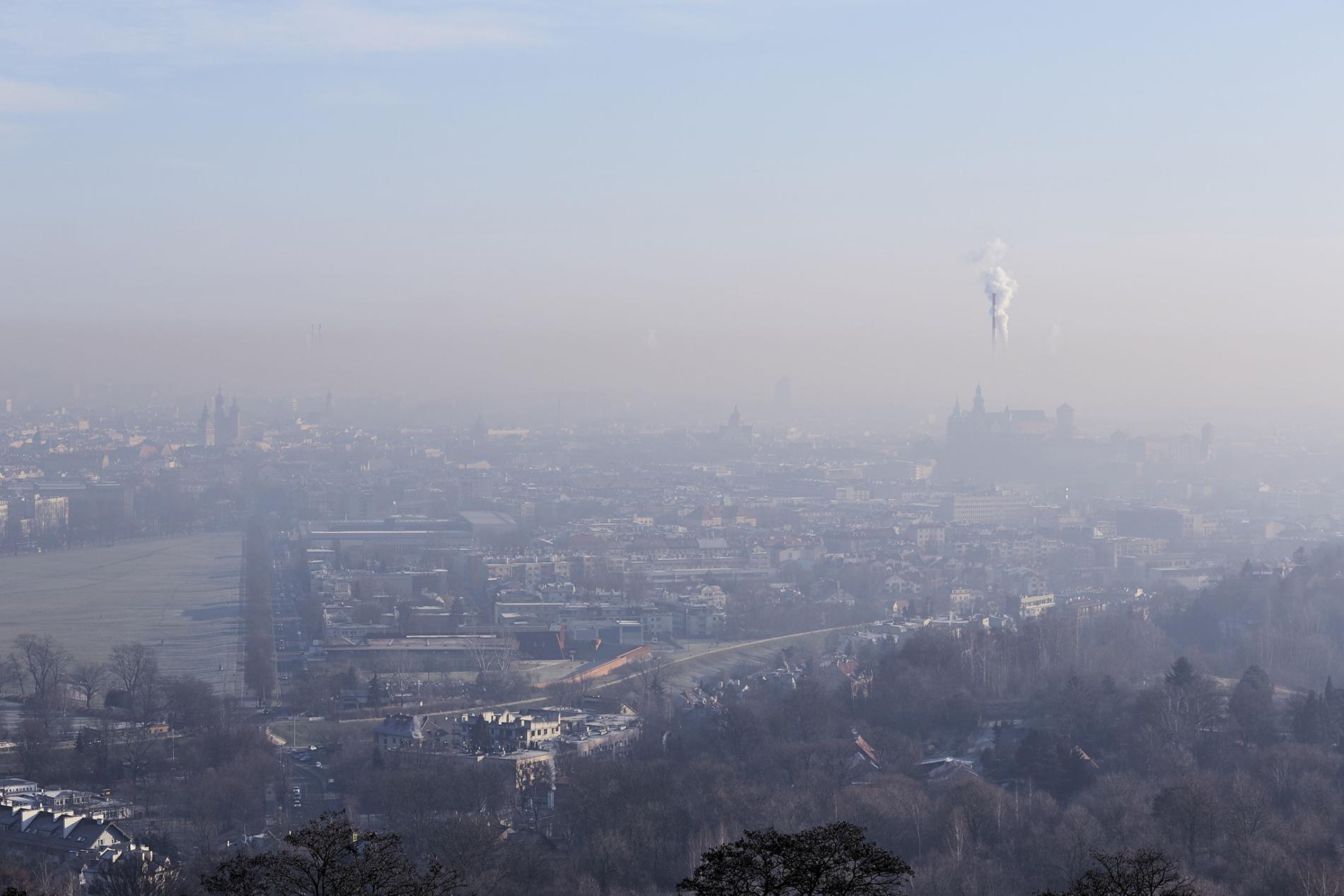 在新冠肺炎造成的封鎖期間,電廠、工業和其他各種碳排放活動,仍持續地排出溫室氣體。PHOTOGRAPH BY BARTEK SADOWSKI, BLOOMBERG/GETTY IMAGES