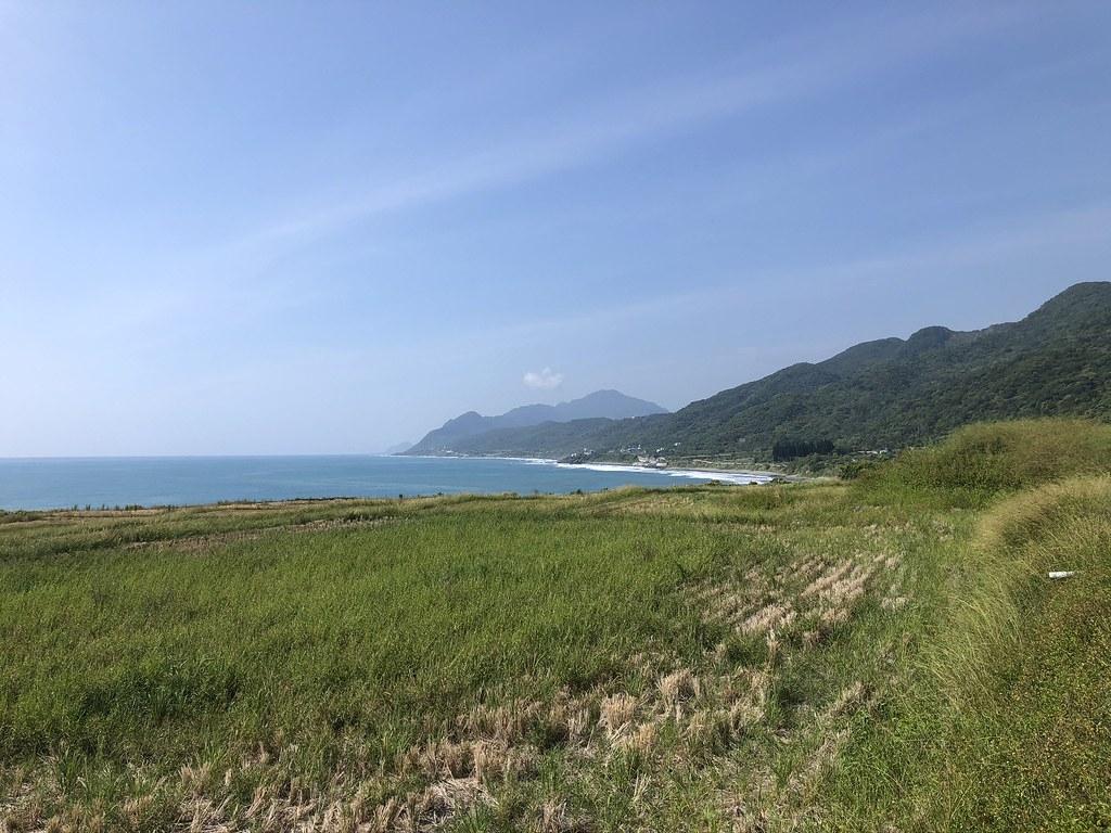 新社部落半島水梯田一路延伸到海。攝影:廖靜蕙