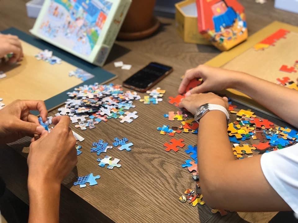 拼圖不只是拼圖,它收藏了生活裡各種心情的記憶體,過程是無法取代的珍貴回憶。