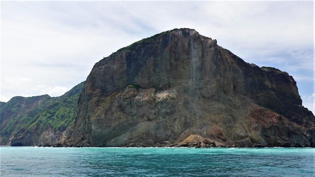 龜山島龜首處原先有龜山八景之一「龜島磺煙」景象,因土石崩塌,目前僅剩一息尚存。孫文臨攝