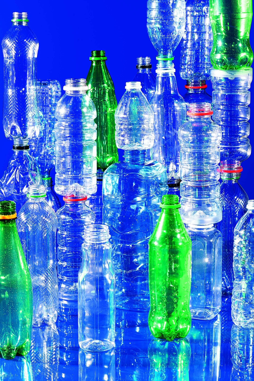 100萬 全球每分鐘售出100萬個塑膠飲料瓶,但回收率仍然偏低。攝影:漢娜.惠特克 HANNAH WHITAKER