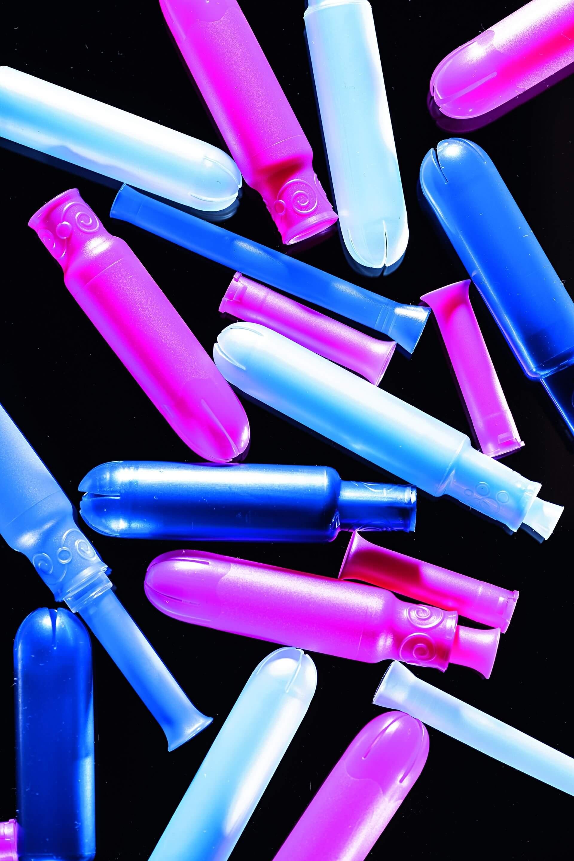1萬 美國每位婦女一生平均會丟棄約1萬個衛生棉條或衛生棉,棉條的導管通常是塑膠製的。攝影:漢娜.惠特克 HANNAH WHITAKER