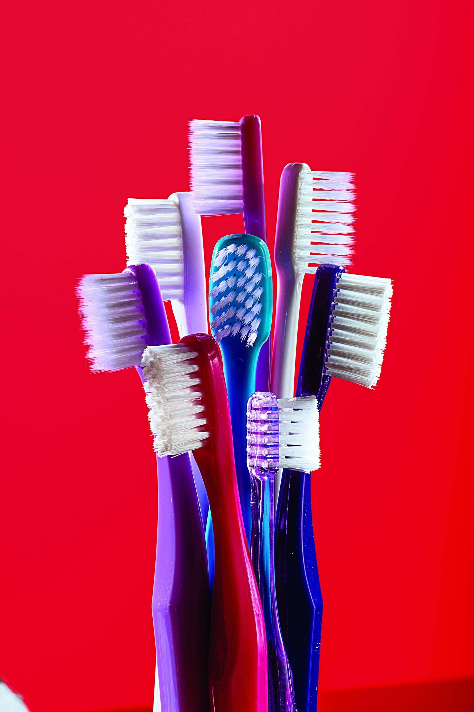10億 美國今年將丟棄10億支牙刷,雖然有可生物分解的替代選項,但塑膠牙刷仍占優勢。攝影:漢娜.惠特克 HANNAH WHITAKER