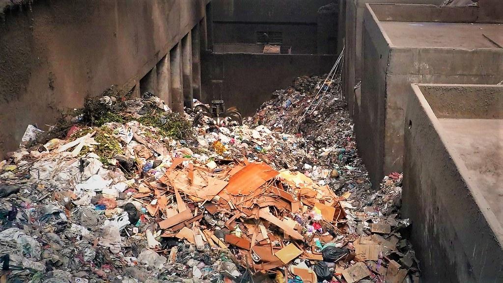 高雄市每年垃圾焚化後產生8萬噸的飛灰,成為棘手的問題。孫文臨攝