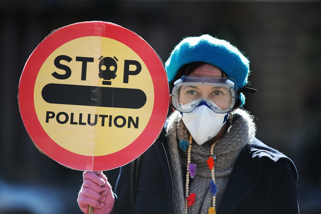 巴黎協定傳遞的訊息是,乾淨能源技術是值得且安全的投資,而化石燃料的風險卻愈來愈大。照片來源:Ian MacNicol / Friends of the Earth Scotland(CC BY 2.0)