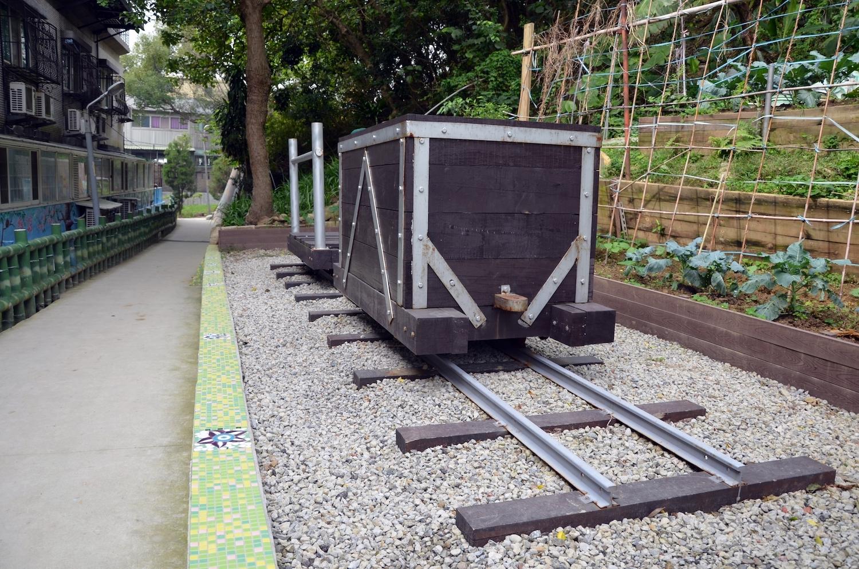 設置早期運送煤礦的鐵道裝置,讓經過山友了解歷史與合照。