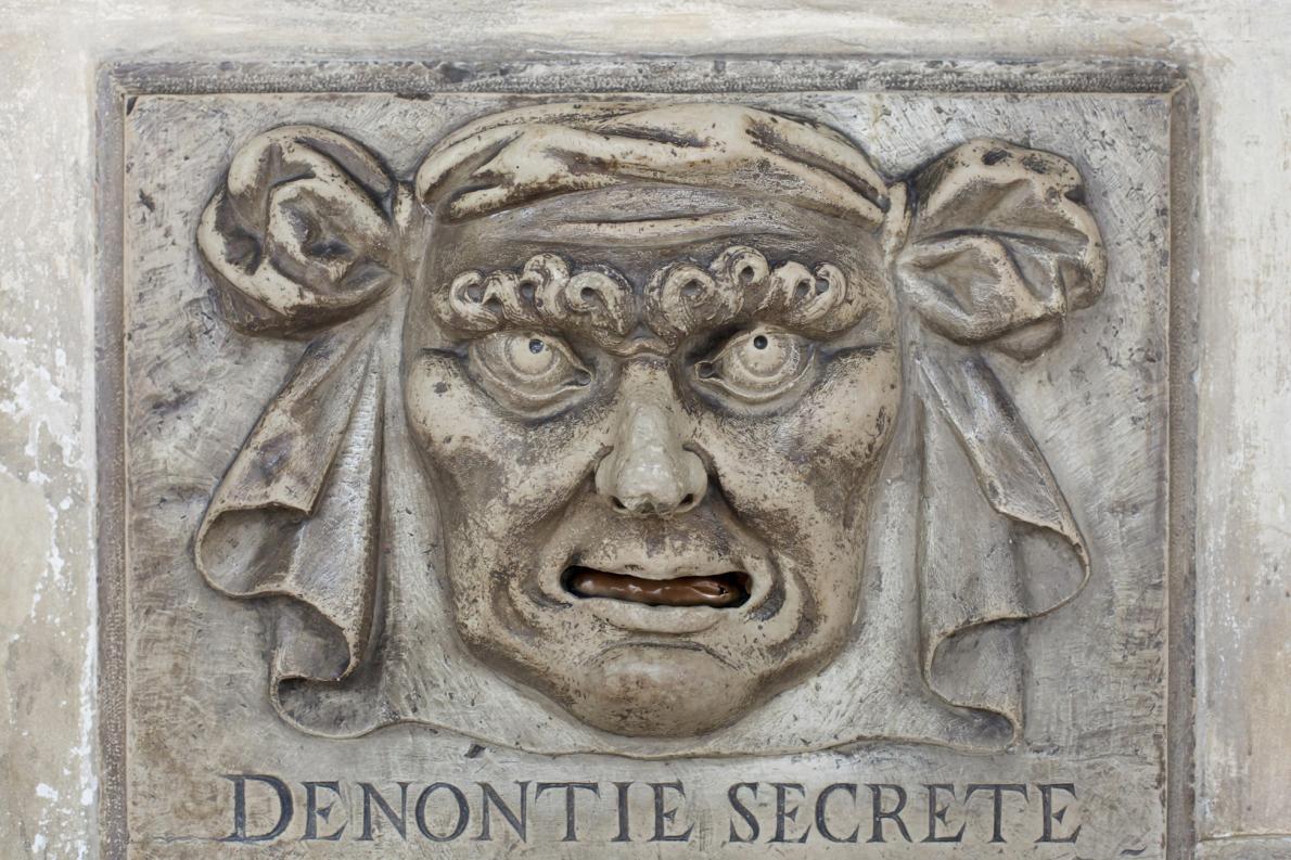 威尼斯擁有悠久歷史的投訴箱,就像總督府(Doge's Palace)的這一個,讓市民有管道(有時候還可以匿名)直接向政府投訴。PHOTOGRAPH BY AZOOR PHOTO COLLECTION, ALAMY STOCK PHOTO