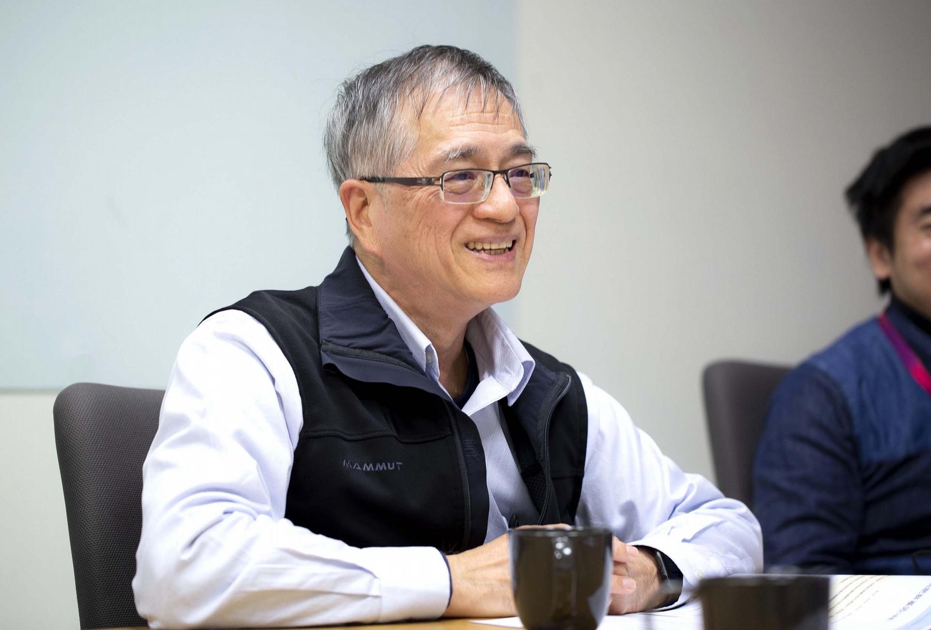 中研院生物醫學科學研究所李德章博士,同時也是臺灣人體生物資料庫主持人,說明臺灣人體生物資料庫最重要的願景即為促進國人的精準醫療與精準健康。 圖│研之有物