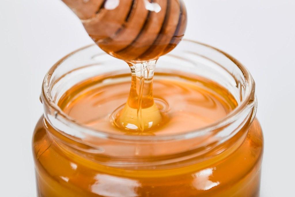 美國數千位商業養蜂人,對美國最大蜂蜜進口商和包裝商提起集體法律訴訟。照片來源:Adonyi Gábor/Pexels