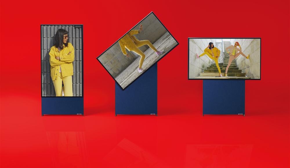 The Sero翻轉電視能隨三星行動裝置擺放角度,自動做橫、直式垂直翻轉變化,讓影像畫面不再侷限於橫式播放。