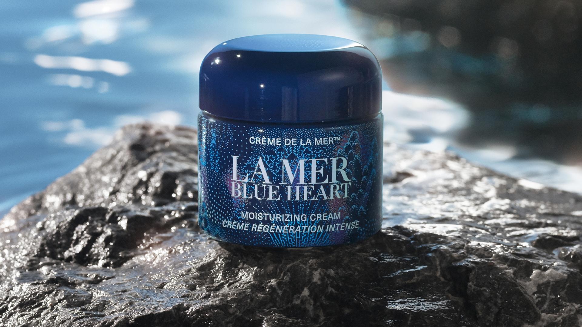 2021年La Mer以波光粼粼的閃亮海洋和海底神秘的螢光珊瑚作為限量版乳霜設計靈感,希望讓消費者體驗海洋拉娜傳奇性修復保濕力的同時,也能重視與加入海洋保育工作。