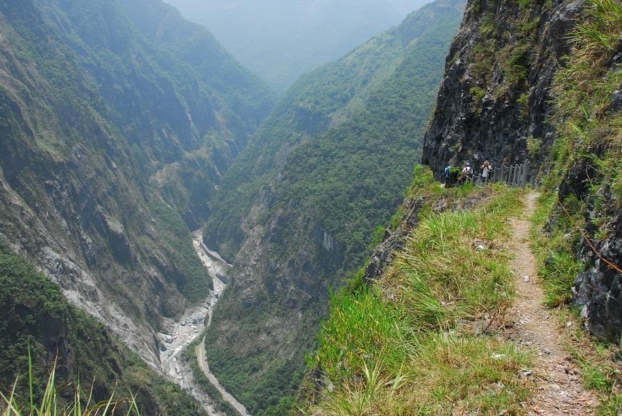山高谷深的太魯閣峽谷。太管處提供