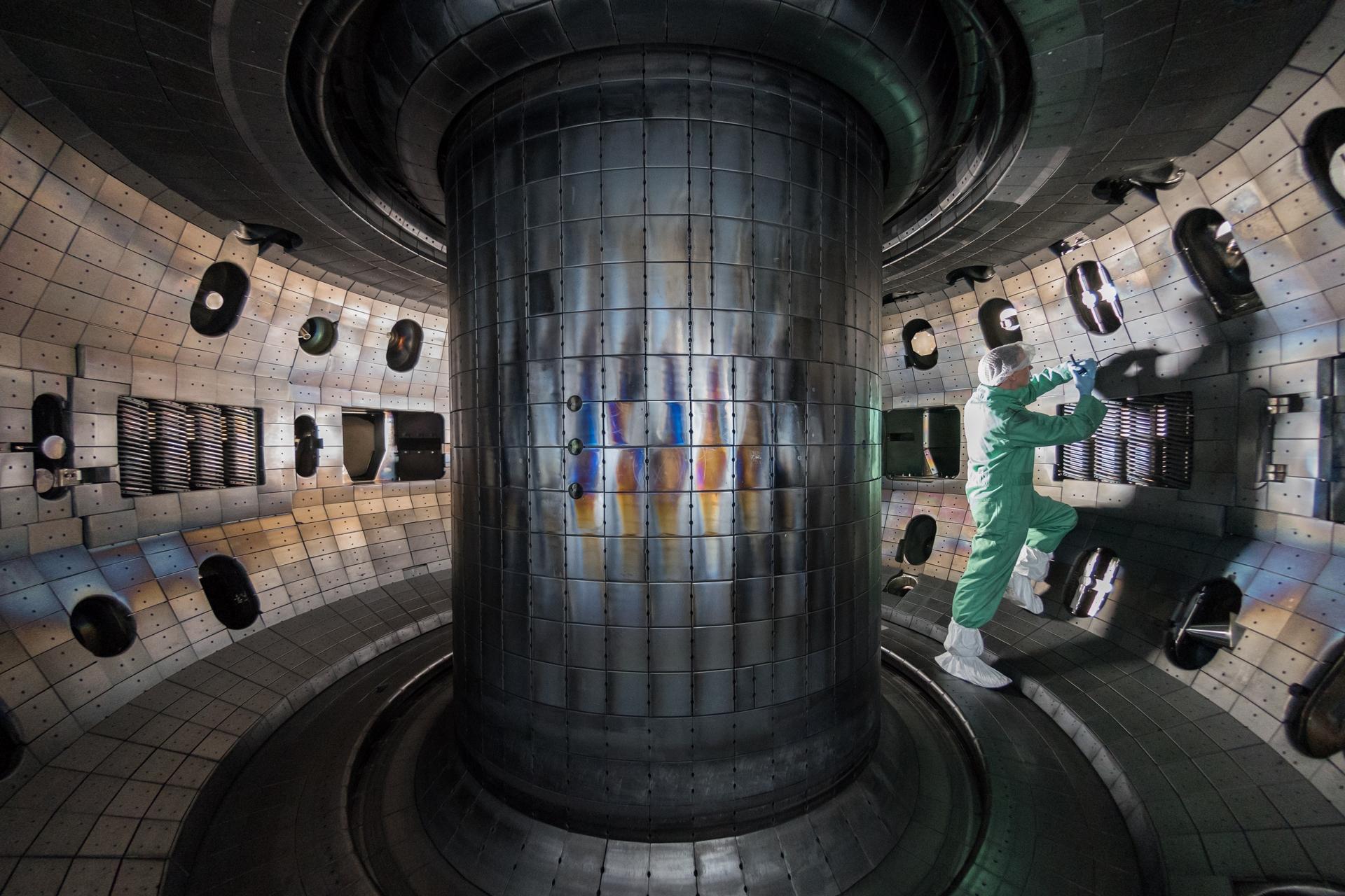 托克馬克反應爐內部構造。圖/wikimedia