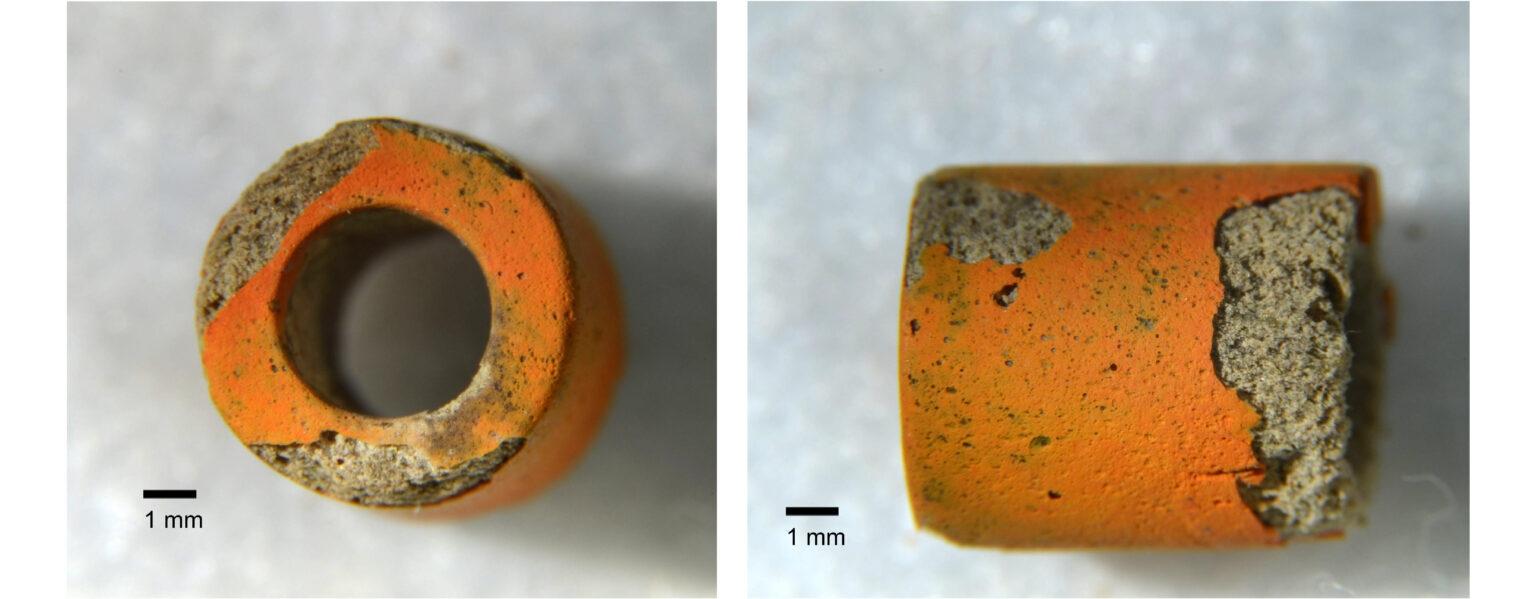 宜蘭淇武蘭遺址出土的橘皮珠,添加銅作為著色劑。 圖│王冠文
