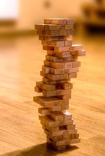 疊疊樂遊戲。圖片來源:維基百科/Guma89(CC BY-SA 3.0)