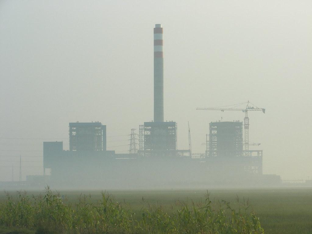 就算是在最有企圖心的減排路徑下,印尼的燃煤使用仍至少會持續成長至2050年。圖片來源:Wikimedia Commons