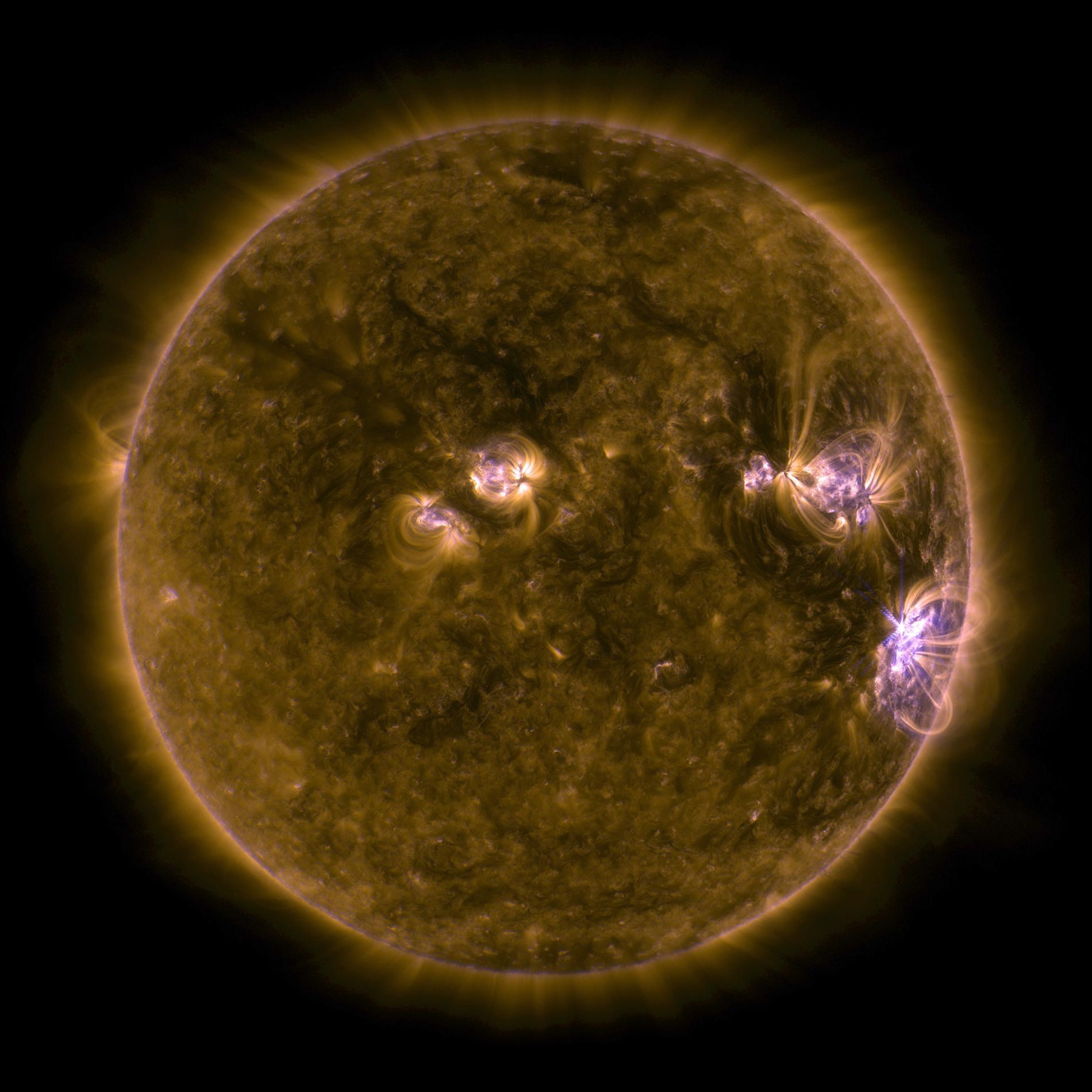 這張影像是由美國航太總署(NASA)太陽動力學天文台(Solar Dynamics Observatory,簡稱SDO)在2017年9月所拍攝的太陽紫外線影像,可以在日面的右下角看到強烈太陽閃焰所形成的X形爆發。PHOTOGRAPH BY NASA, GSFC/ SDO