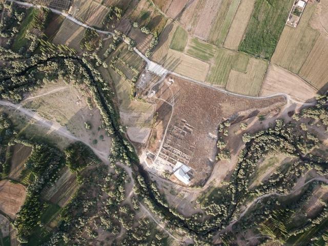遺址依偎在梅倫迪茲河旁,其居民曾是世界上最早馴養綿羊和山羊的人之一| 參考文獻1