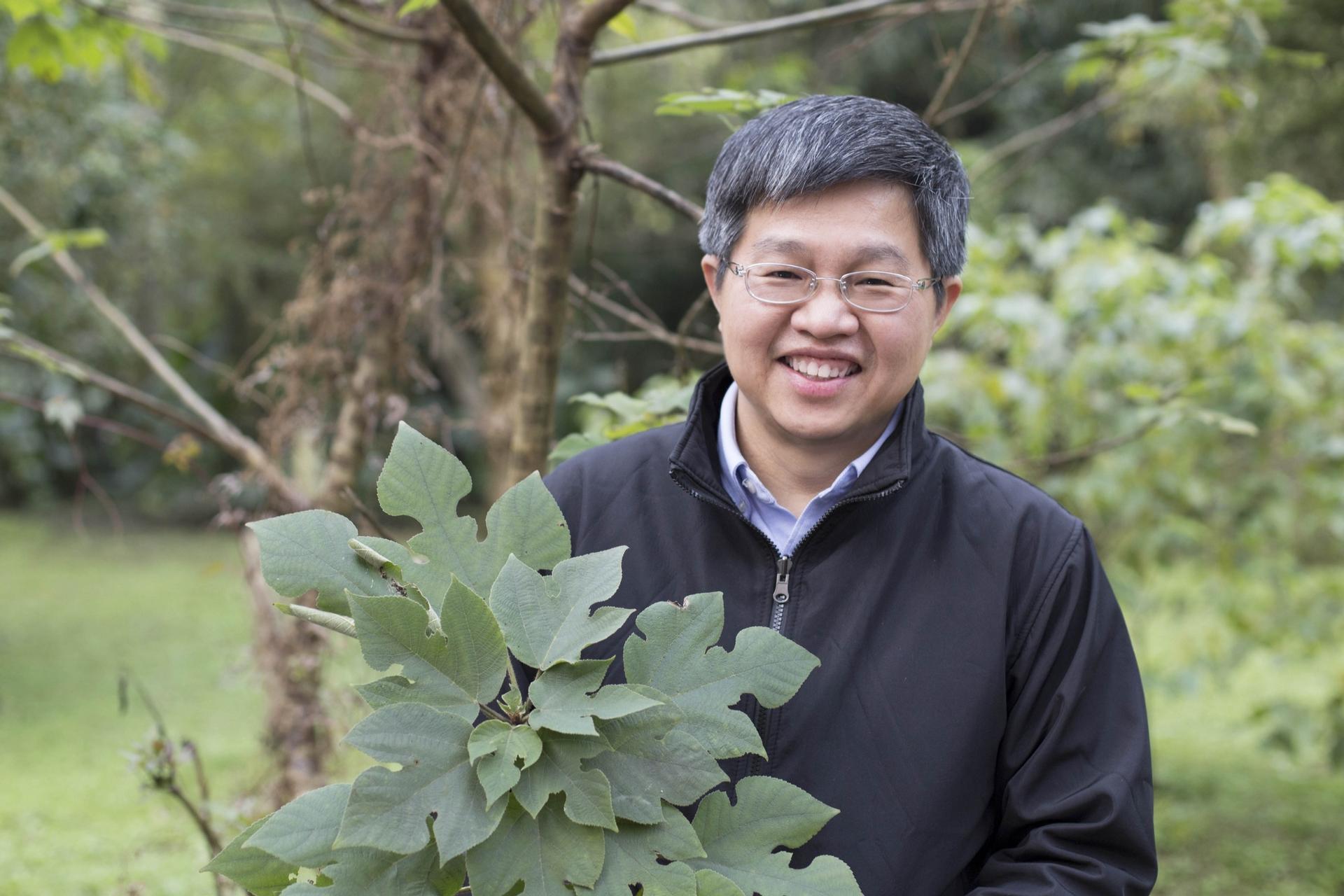 對於從構樹葉綠體基因描繪出南島語族史前航線、佐證「出臺灣說」的研究過程,鍾國芳認為是「努力與幸運的結合」。攝影│張語辰