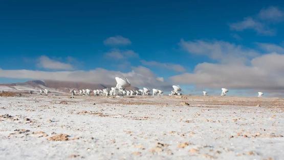 位於阿塔卡瑪沙漠的電波望遠鏡| 「阿塔卡瑪大型毫米及次毫米波陣列」(ALMA)官網