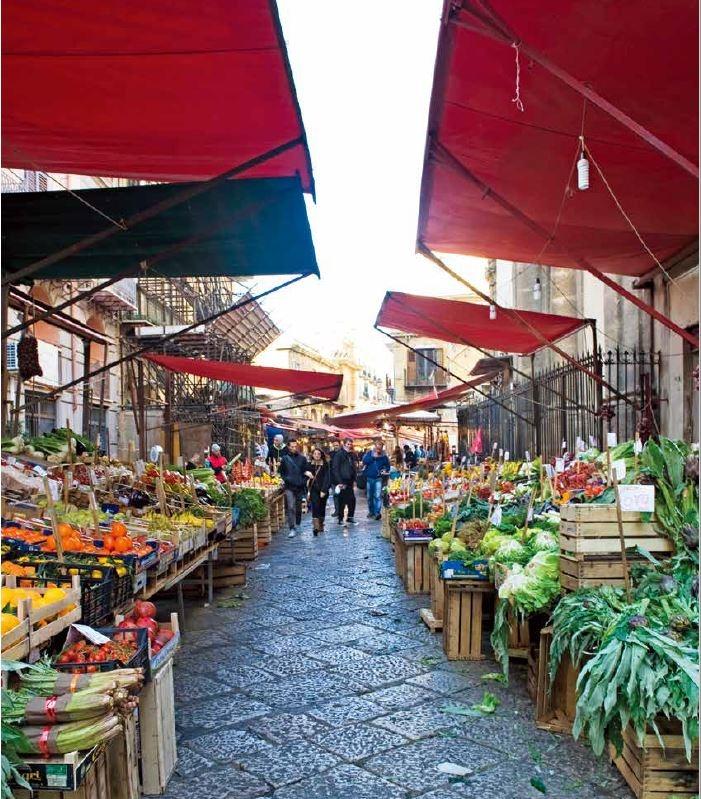 巴勒摩歷史悠久的卡波市場(Mercato del Capo)既販賣食材,也像一座街頭劇場。