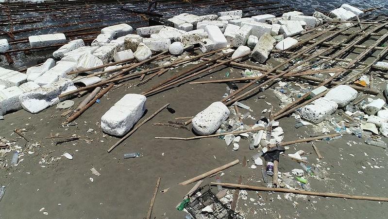 保麗龍是海邊常見的塑膠垃圾。晁瑞光攝影。