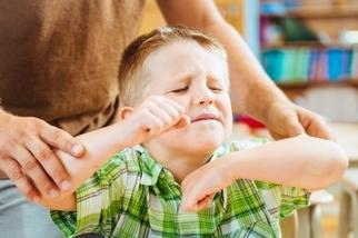 過動兒爸媽不哭!治療過敏、吃對食物,可能改善病情