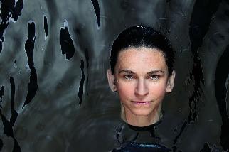 將科技和多元團隊帶入了深海探索