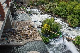 研究:十年一遇河川洪水 塑膠擴散多10倍 學者憂清除難度跟著增