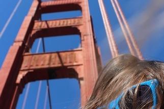 橋上的紅與藍