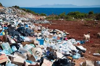 研究首度揭露 全球55%塑膠垃圾來自20家石化巨頭