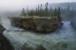 芳拉克河的瀑布