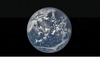 GIF影像顯示月球的背面掠過地球