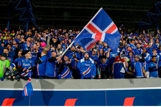 冰島國家隊為什麼有這麼多波蘭球迷?