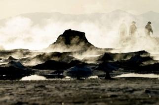一團會移動的冒泡泥泉在加州出現,沒人能解釋原因