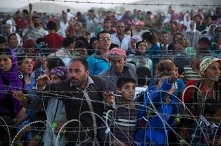 影像證據:數萬名難民逃離伊斯蘭國攻擊,湧入土耳其