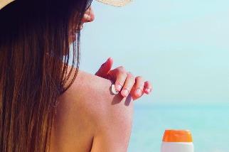 防曬油對珊瑚有害!要避免曬傷,我們還有其他選擇