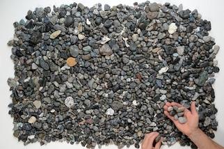這些「間諜石頭」其實是一種難以察覺的塑膠汙染!