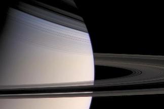 最新研究發現:土星有顆巨大的「濃湯狀」核心!