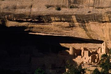 岩壁建築群