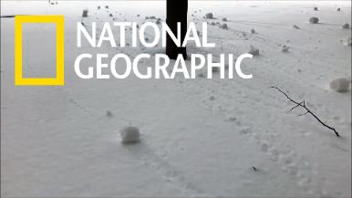 加拿大最高法院外的神奇「雪卷」現象