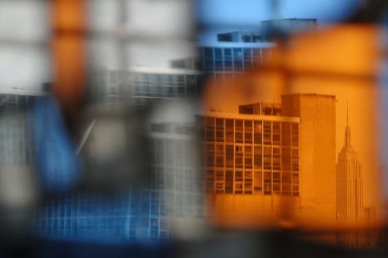 彩色玻璃後的帝國大廈